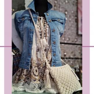 Vestiditos de verano estilo boho.  ¡Son preciosos! Ven a probártelos 😉  . . . . . #moda #modaverano #verano #summer #boho #vestidoboho #style #chic #fashion #mujer #modamujer #vestidodeverano #tiendasvitoria #modavitoria #modaalava #shopping #shoppingvitoria