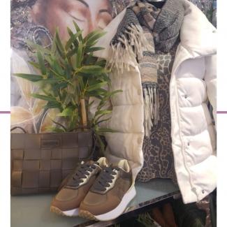 Look de la semana.  . . . . . . #look #lookdelasemana #ootd #outfit #moda #modamujer #shopping #shoppinggasteiz #gasteiz #gasteizon #asociacioncallegorbea #tiendasvitoria #mujer #modamujer #modaotoño #outfitinspiration