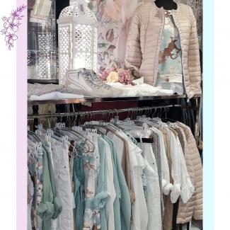¡Qué ganas de primavera!  Mirad qué cosas más bonitas de nueva temporada nos están llegando.  ¡Los colores son ideales! . . . . . . . . . . #primavera #primaveraverano #moda #estilo #ropamujer #mujer #femenina #modaalava #tiendasvitoria #vitoriagasteiz #nuevatemporada #outfits @gasteizon @asociacioncallegorbea #ropabonita