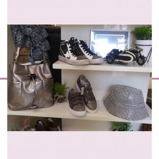 Complementos que cambian tu look completamente 💕 Los bucket siguen siendo tendencia. ¿Ya tienes el tuyo para este otoño? Tenemos diferentes modelos. ¿Pero qué me decís de éste en cuadro vichy?💕💕  . . . . . . . .  #moda #comolementos #estilo #fashion #shopping #modaalava #modavitoria #vitoriagasteiz #gasteiz #shoppinvitoria #tiendasvitoria #mujer #mujeresconestilo #modaotoño   . . .