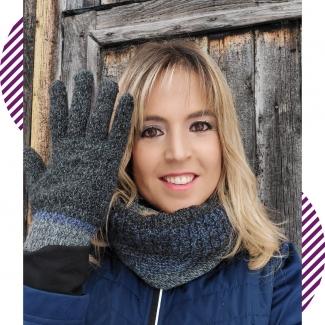 Complementos de hombre. ¿O de mujer?😏 ¿Tú también utilizas los complementos de tu chico? 😉 Aprovecha las rebajas para hacerte con los tuyos.  . . . . . . . . . . . @asociacioncallegorbea @gasteizon #complementos #moda #modamujer #modahombre #estilo #invierno #guantes #bufanda #tiendasvitoria #comercio #comerciolocal #regalos #tiendaderegalos #regalosvitoria #vitoriagasteiz #gasteiz