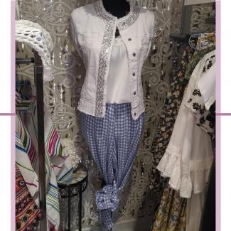 Una combinación ideal 😍  . . . . #look #lookoftheday #moda #modamujer #ootd #estilo #fashion #outfitinspiration #ropa #verano #rebajas #rebajasdeverano #tiendasvitoria #vitoriagasteiz